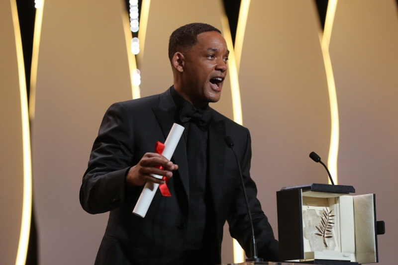 Will Smith with the 70th Anniversary Prize won by Nicole Kidman
