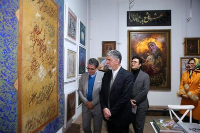 Iranian culture minister urges his aids to take artwork export seriously