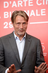 04 Mads Mikkelsen attends _At Eternity_s Gate_ photocall during the 75th Venice Film Festival